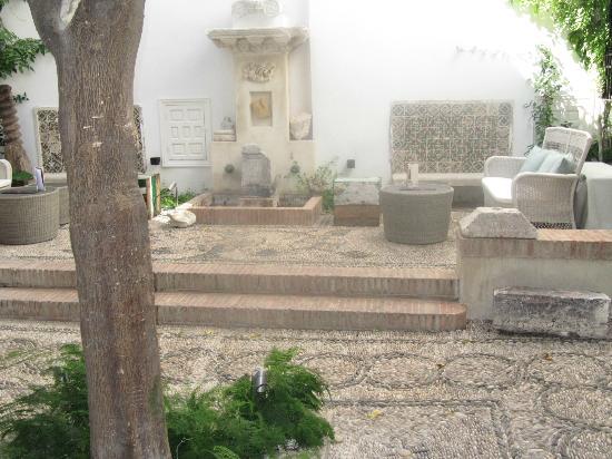 Balcon de Cordoba: patio at the entrance