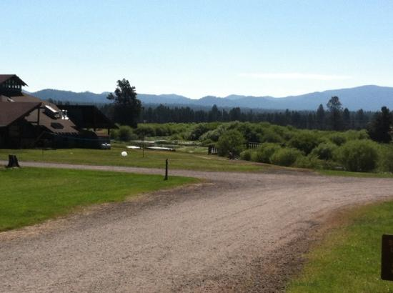 Bend-Sunriver RV Campground: 1 of the many beautiful views