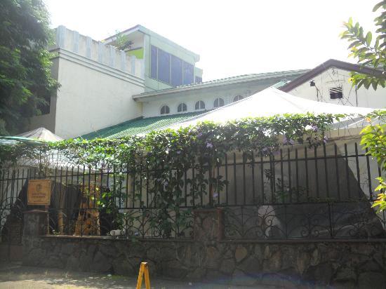 Hostel Casa Del Parque: la vista por fuera del hostel