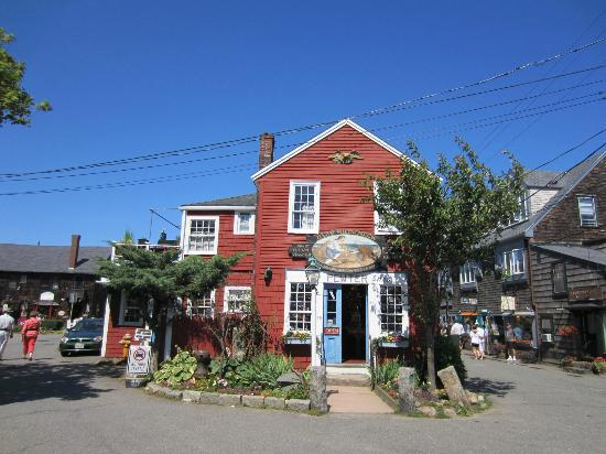 Linden Tree Inn: Bearskin Neck - downtown Rockport