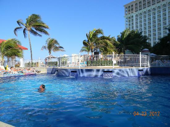 Hotel Riu Cancun: entorno de una de las piscinas