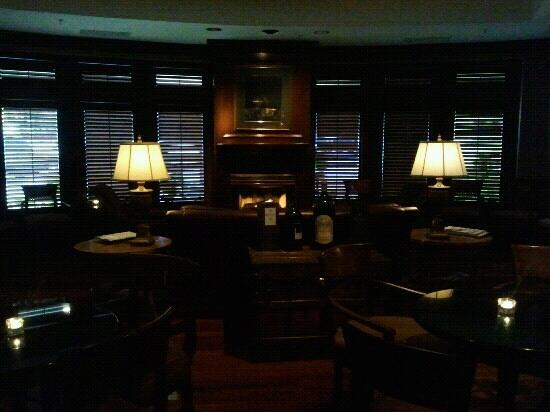 Seagar's Prime Steaks & Seafood: Fireplace in lounge