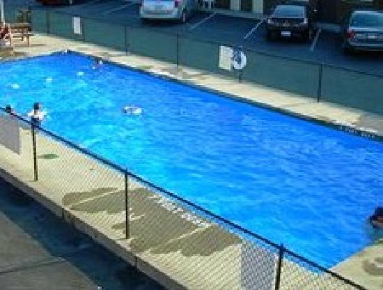 Swiss Cottage Inns: outdoor pool
