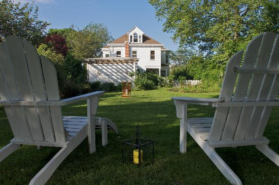 Fordham House: Relax in the private garden
