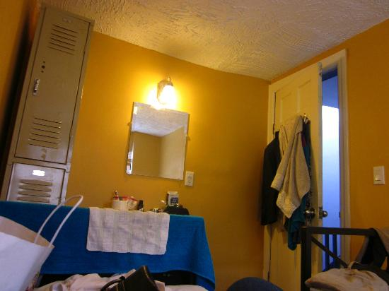 Chelsea International Hostel: looks bigger than it actually was, lockers & sink in double room