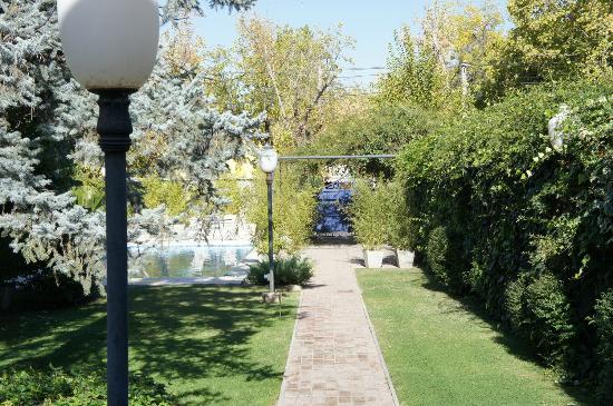 Casa Margot - Hotel Champagnerie: Jardin y piscina