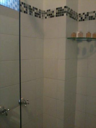 Hotel Casa Deco: Shower Room 305