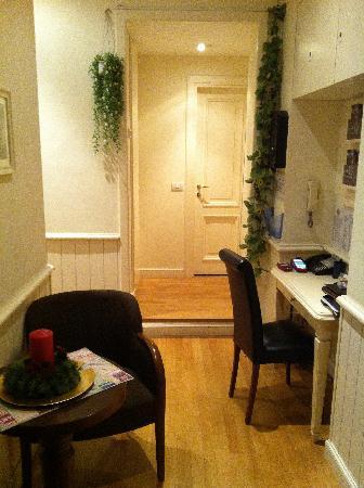 Flann O'Brien Rooms: lobby