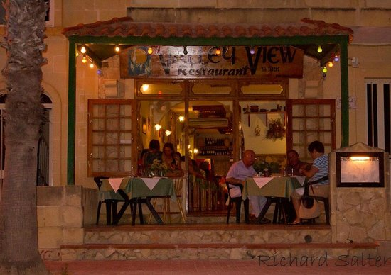 Valley View : Family run Restaurant with good food & good service at an affordable price.