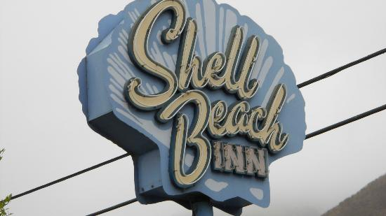 Shell Beach Inn: Cute neon sign in front- easy to see from Hwy 101