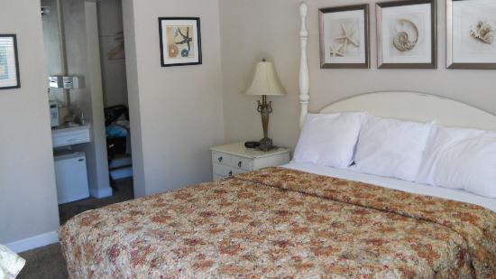 Shell Beach Inn: King room