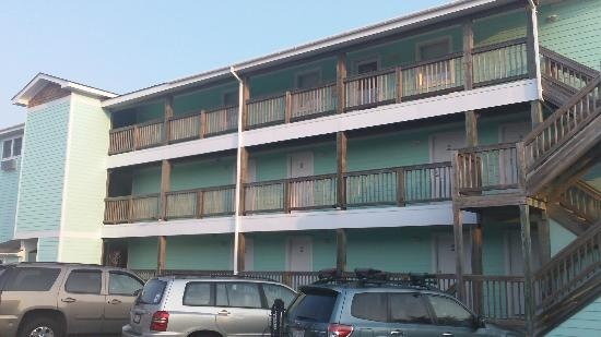 Ocracoke Harbor Inn: Back side view of hotel
