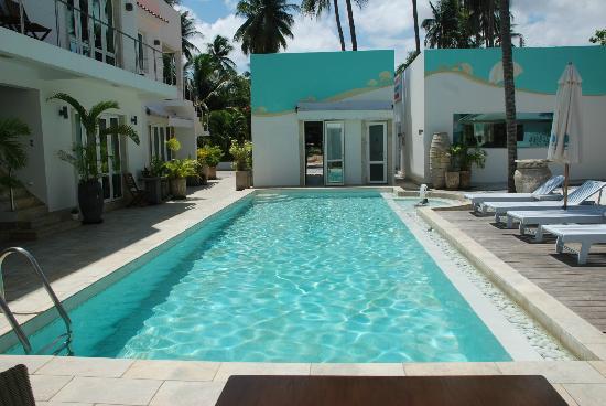 Shades Resort: Pool