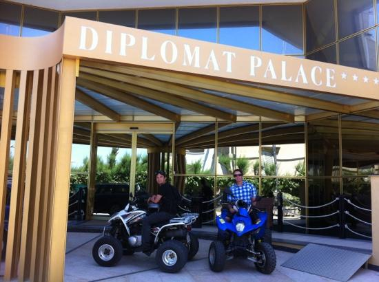 Hotel Diplomat Palace: Quad rental close by