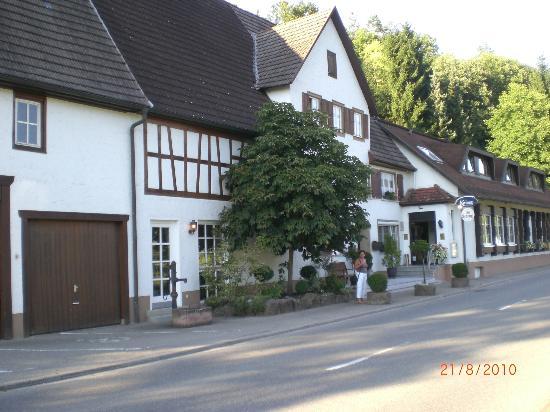 Hotel-Restaurant Kaiser: hotel van buitenzijde
