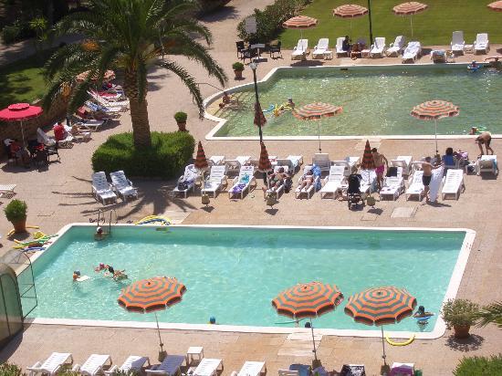 Sardara, إيطاليا: le piscine dall'alto 