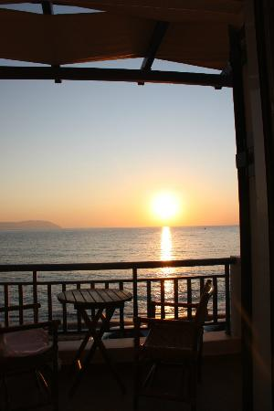 Maneas Beach Hotel: Η ανατολη απο το δωματιο μας