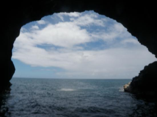 Na Pali Sea Breeze : Inside a large cave