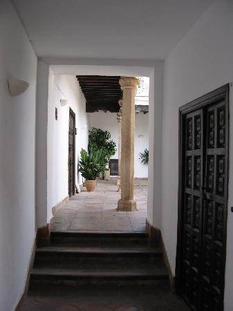 Palacio de Mondragon: Eingangsbereich links