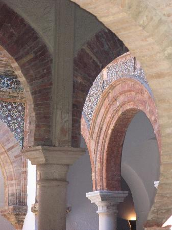 Palacio de Mondragon: Durchgänge
