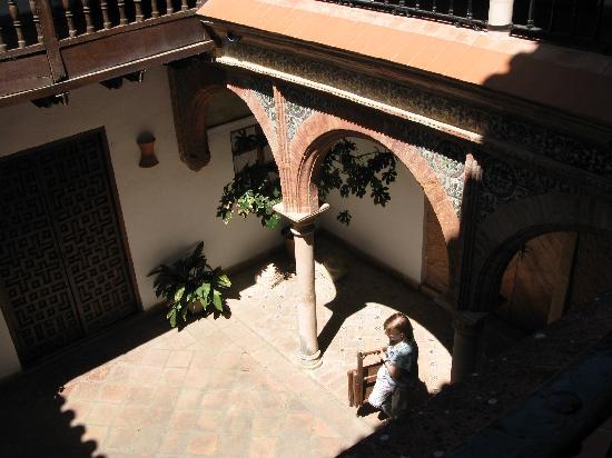 Palacio de Mondragon: Innenhof mit Arkaden