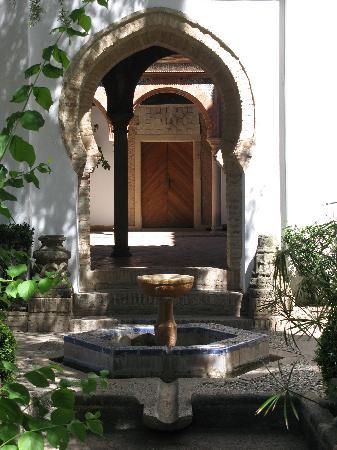Palacio de Mondragon: Blick vom Garten zum Innenhof zurück