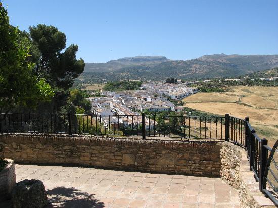 Palacio de Mondragón: Ausblick vom Garten