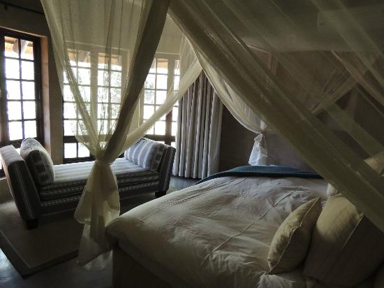 The Vuyani Safari Lodge: Chambre, lit et draps de grande qualité