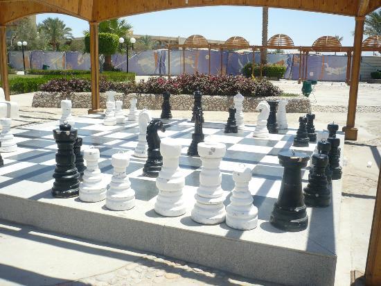 เดอะดีเซิร์ทโรสรีสอร์ท: Giant Chess