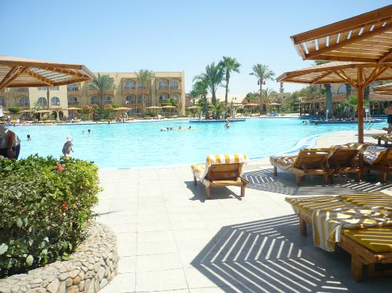 Desert Rose Resort: pool