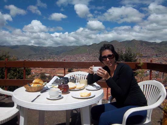 Samay Wasi Youth Hostels Cusco: desayunando en la terraza