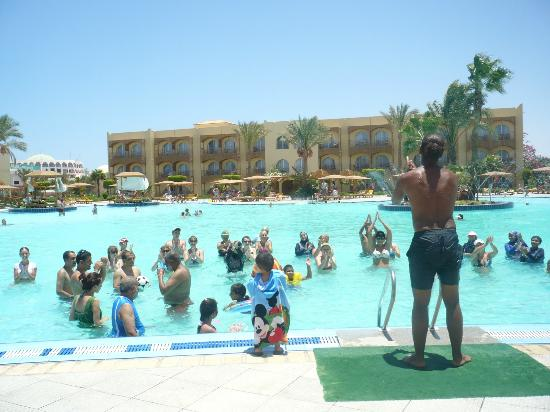 The Desert Rose Resort: Aerobics in the water
