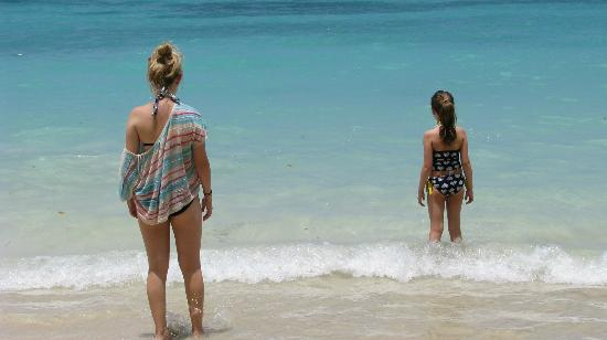 Bluefields Bay Villas: Our girls getting ready to enjoy the ocean