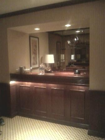 Doubletree by Hilton Hotel St Louis - Chesterfield: Bar area attached to sitting area