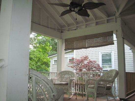 Halsey House: Comfy Porch