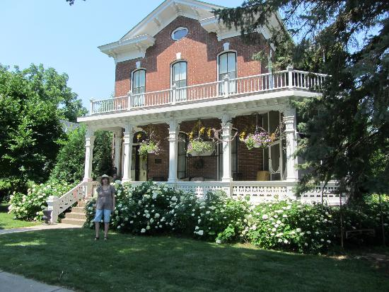 Pratt-Taber Inn: front of B&B