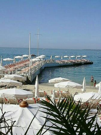 plage helios juan les pins restaurant reviews phone number photos tripadvisor. Black Bedroom Furniture Sets. Home Design Ideas
