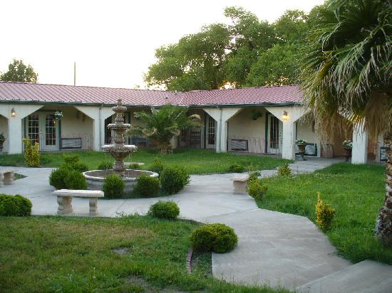 El Oso Flojo Lodge: Courtyard at the El Oso Flojo