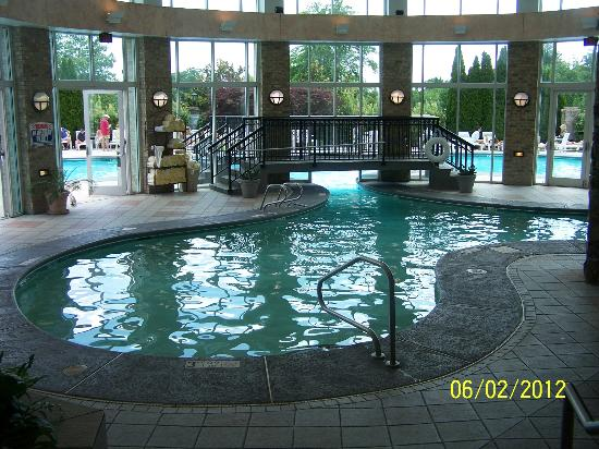 Grandover Resort and Conference Center: indoor and outdoor pool area
