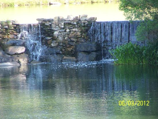 Grandover Resort , Golf, Spa & Conference Center: waterfall