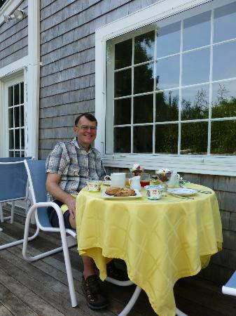 Sea Meadow Inn at Isaiah Clark House: Breakfast on decking