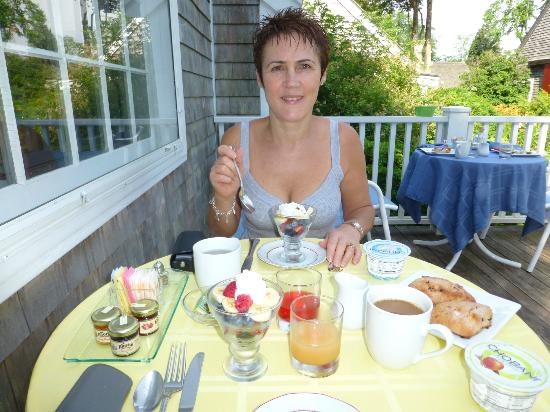Sea Meadow Inn at Isaiah Clark House: Yummy breakfast on the decking