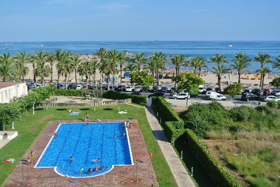 Vilanova Property Services: View of pool and Sea