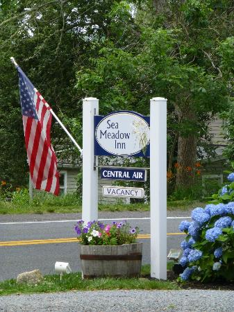 Sea Meadow Inn at Isaiah Clark House: Entrance off 6A