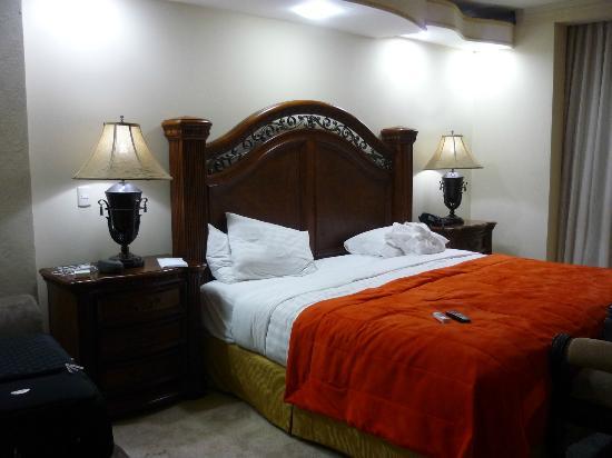 Clarion Suites Mediterraneo: cama comoda y amplia,buen colchon