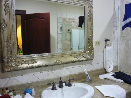Clarion Suites Mediterraneo: con bañera