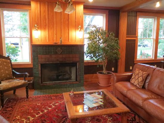 Cameron House Inn: Living Room