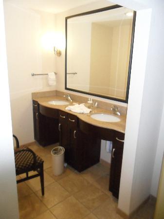 Homewood Suites Nashville Downtown: Double Sink