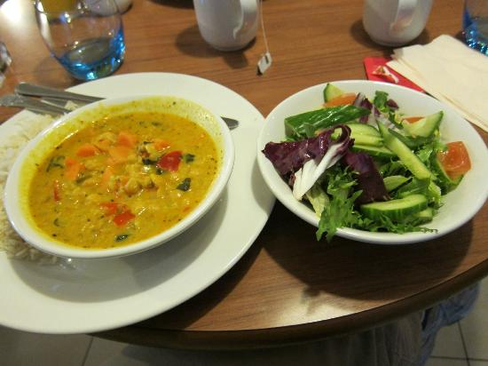 Ibis London Heathrow Airport: chickpea curry and salad