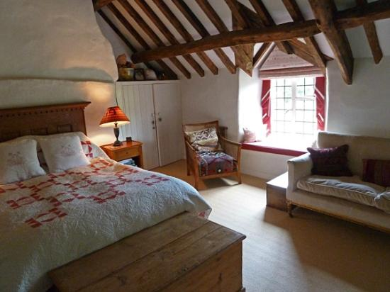 Yew Tree Cottage Bed and Breakfast: The Beamed Room